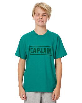 KELLY GREEN KIDS BOYS CAPTAIN FIN CO. TEES - CFB3041600KGN