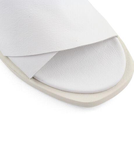 WHITE WOMENS FOOTWEAR BUENO FASHION SANDALS - JESSEAOWHITE36