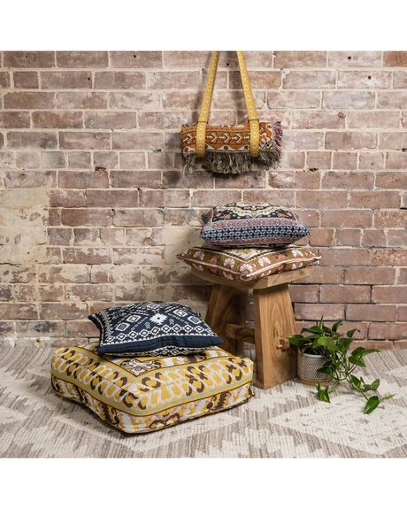 CHILD OF NATURE HOME + BODY HOME HENDEER FURNISHINGS - CON-FCUSH