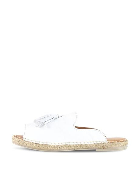 WHITE WOMENS FOOTWEAR BUENO FASHION SANDALS - BUKEILORWHT