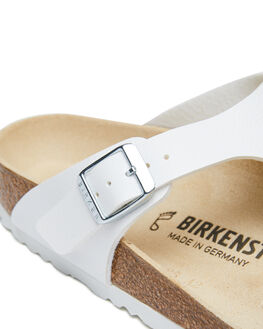 WHITE WOMENS FOOTWEAR BIRKENSTOCK FASHION SANDALS - 043731WWHI