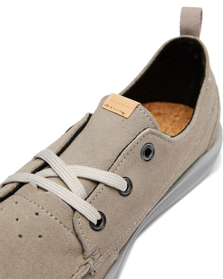 WARM GREY MENS FOOTWEAR GLOBE SKATE SHOES - GBLOWTIDEWGRY