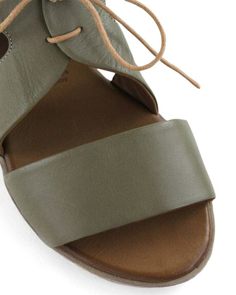 BROOK WOMENS FOOTWEAR BUENO FASHION SANDALS - YARABROOK36