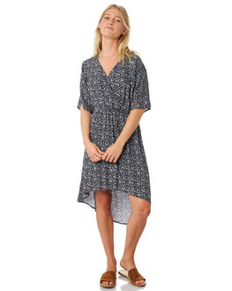 NAVY OUTLET WOMENS TROUBLE LOVES COMPANY DRESSES - T8188442NAVY