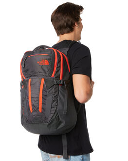 ASPHLT GRY FIERY RED MENS ACCESSORIES THE NORTH FACE BAGS + BACKPACKS - NF0A3KV17S2