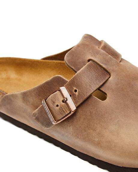TOBACCO BROWN MENS FOOTWEAR BIRKENSTOCK SLIDES - 960811TBRN