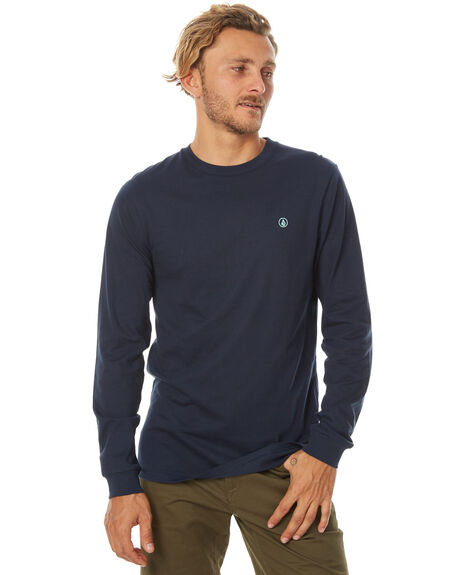 From t-shirts, to jackets and swimwear, find the latest Fall mens fashion at Volcom. Shop today for free shipping & returns!