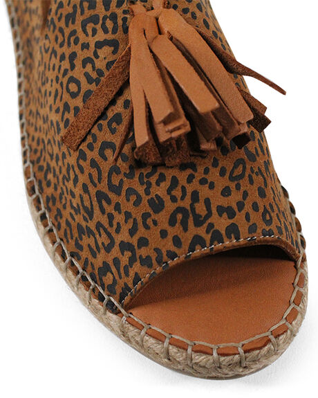 SCISSORS LEOPARD WOMENS FOOTWEAR BUENO FASHION SANDALS - BUKEILORSCSL