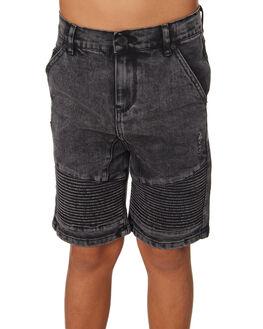 WASHED BLACK KIDS BOYS ST GOLIATH SHORTS - 2421023WBLK