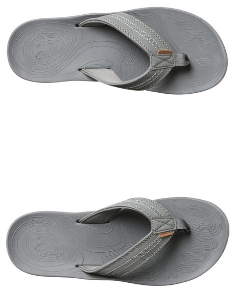 DARK GREY MENS FOOTWEAR FREEWATERS THONGS - MO017DKGY